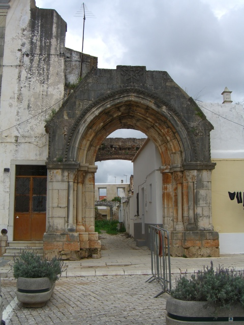 The distinction between the merely old and what constitutes a ruin is somewhat blurred in the centre of Loulé, Portugal.