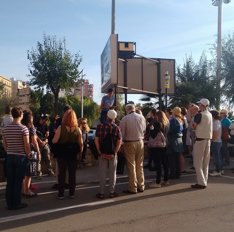 Start of the Sunday morning Walking tour. I am explaining the tenuous link between St Jerome, St Paul, St Augustine, the wonky Roman Empire at the time, Tarragona, and modern-day translators and editors at #METM16. Photo taken, I think, by Helen Oclee-Brown, in charge of Off-METM events.